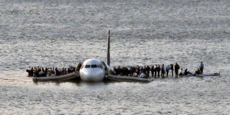US Airways Flight 1549 Floats On The Hudson River After Crash Landing Miraculously Everyone Survived 2009