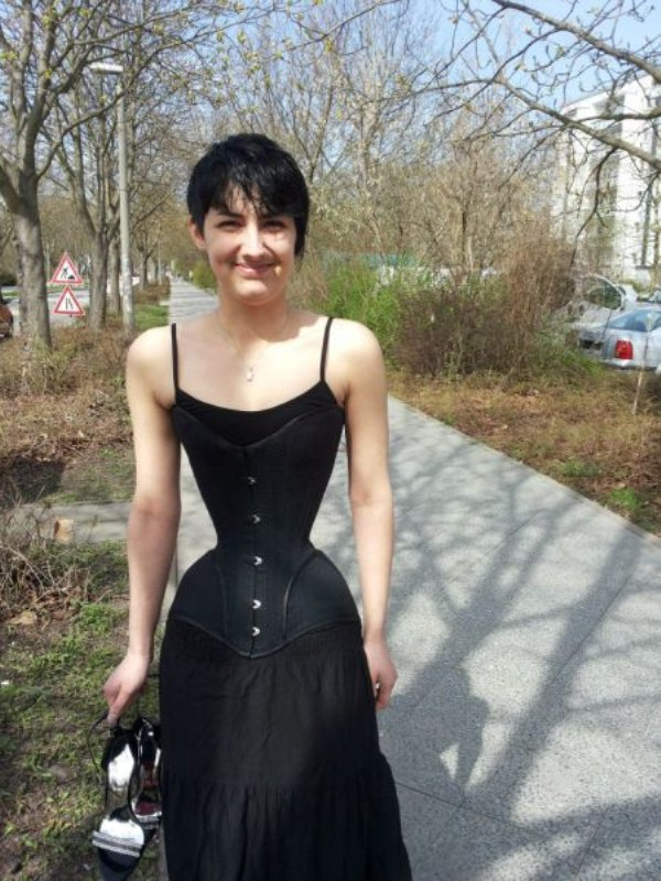 wearing-corset-for-three-years-12